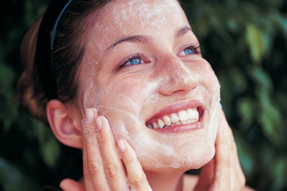 Photo de Un guide pour le monde un peu compliqué des acides de visage et quels sont ceux à utiliser